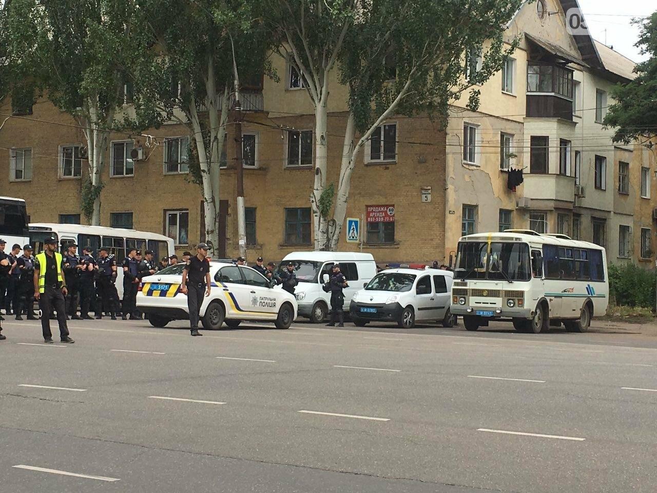 Такого Кривой Рог еще не видел: Сотни полицейских охраняли мирное шествие нескольких десятков людей, - ФОТО, фото-10