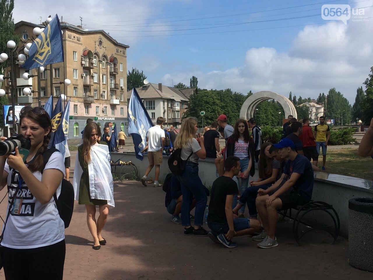 Трубят рога: В Кривом Роге собрались противники ЛГБТ-движения, - ФОТО, ВИДЕО, фото-1