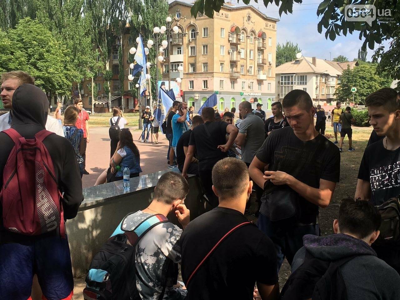 Трубят рога: В Кривом Роге собрались противники ЛГБТ-движения, - ФОТО, ВИДЕО, фото-2