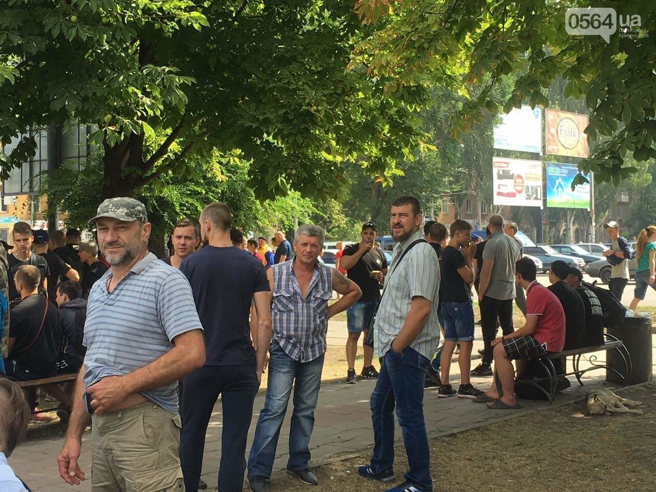 Трубят рога: В Кривом Роге собрались противники ЛГБТ-движения, - ФОТО, ВИДЕО, фото-10