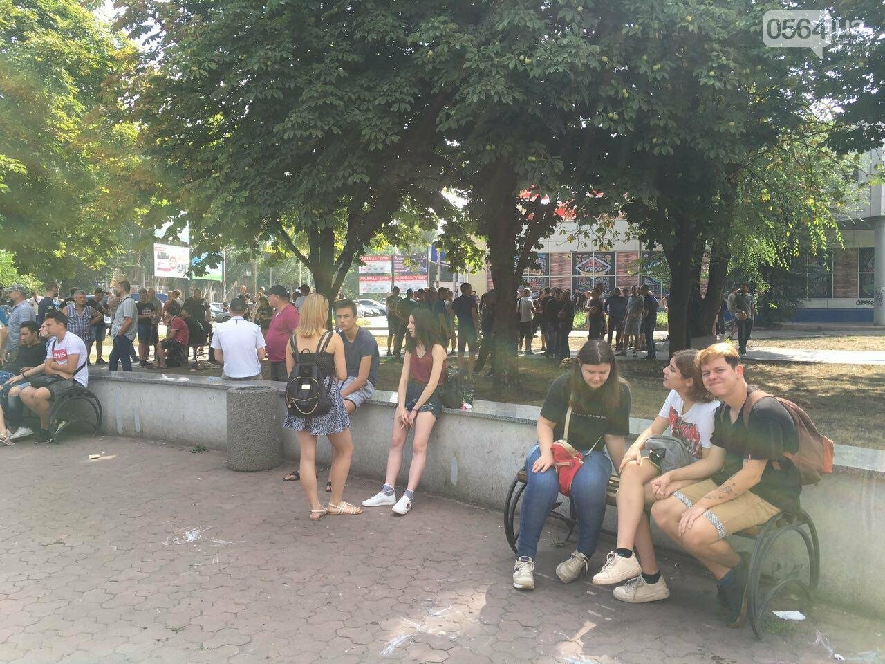Трубят рога: В Кривом Роге собрались противники ЛГБТ-движения, - ФОТО, ВИДЕО, фото-8