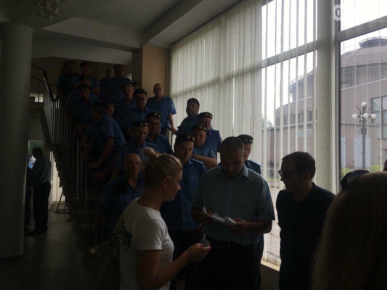 В Кривом Роге на сессию не пустили депутатов местных советов, - ФОТО, фото-4