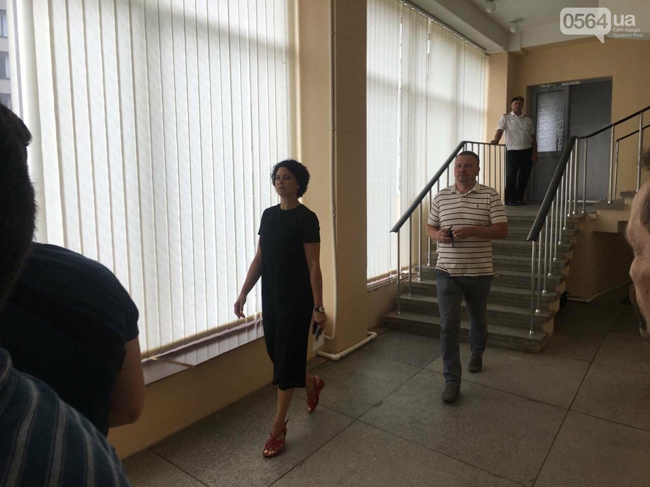 В Кривом Роге на сессию не пустили депутатов местных советов, - ФОТО, фото-7