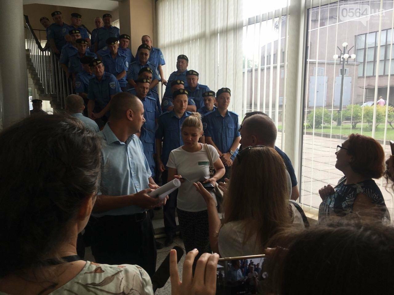 В Кривом Роге на сессию не пустили депутатов местных советов, - ФОТО, фото-16