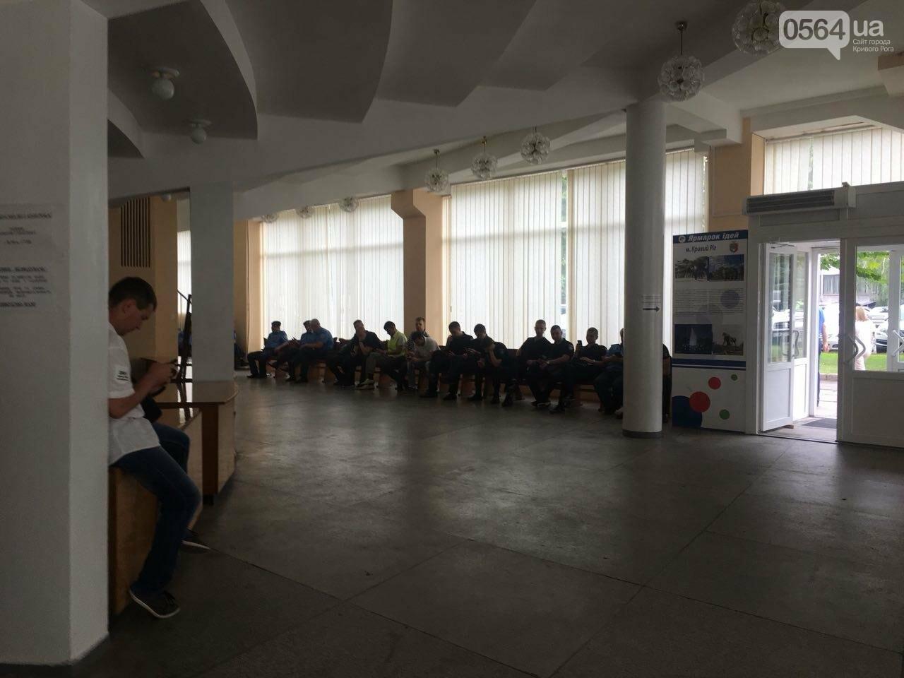 В Кривом Роге на сессию не пустили депутатов местных советов, - ФОТО, фото-9