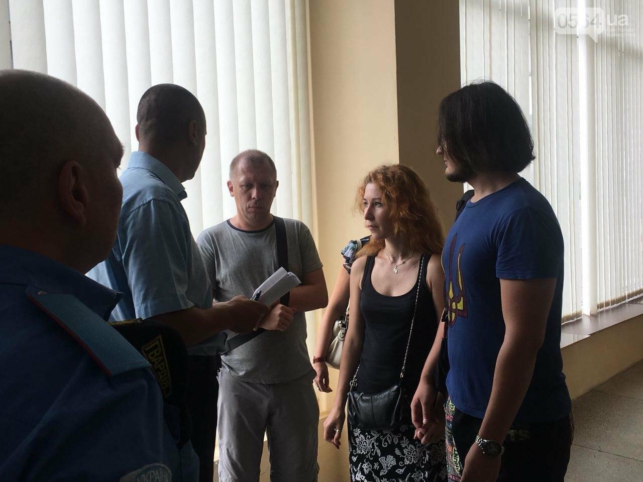 В Кривом Роге на сессию не пустили депутатов местных советов, - ФОТО, фото-11