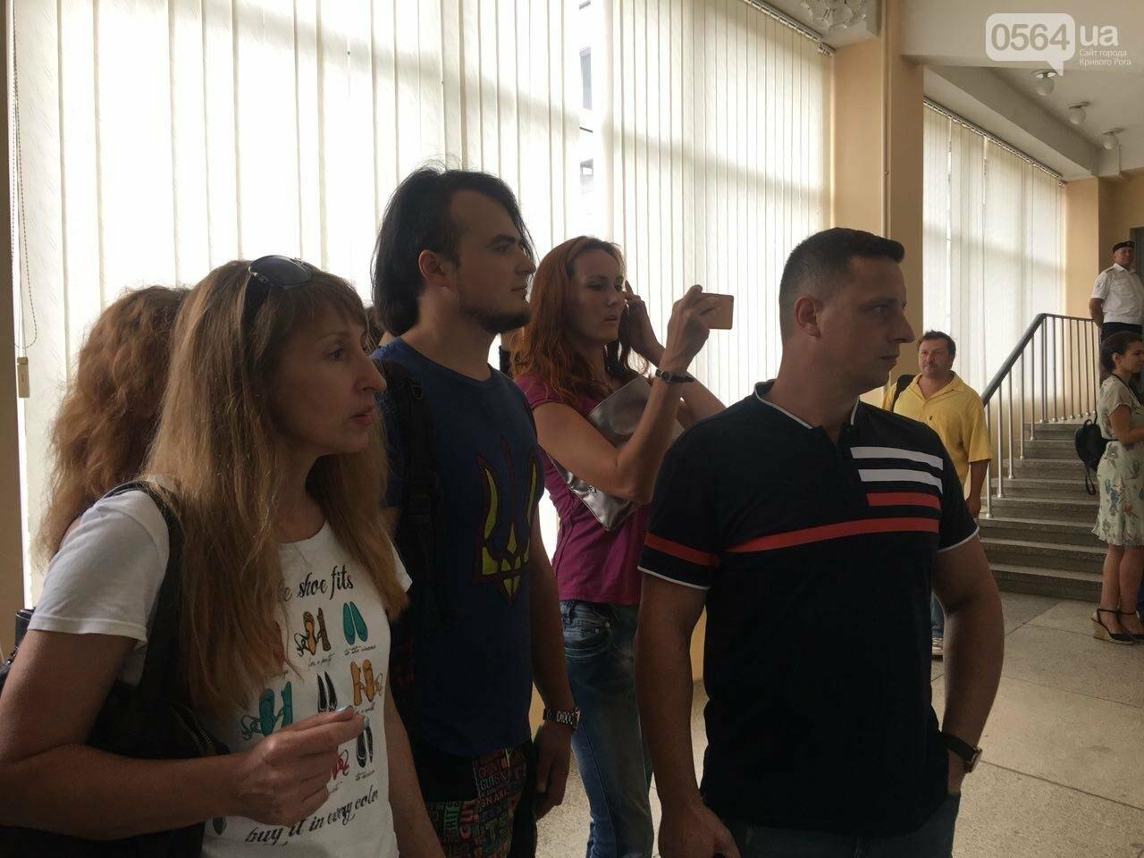 В Кривом Роге на сессию не пустили депутатов местных советов, - ФОТО, фото-12
