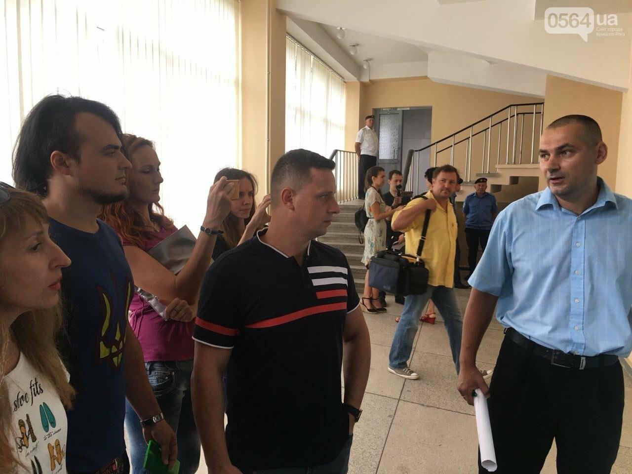 В Кривом Роге на сессию не пустили депутатов местных советов, - ФОТО, фото-14