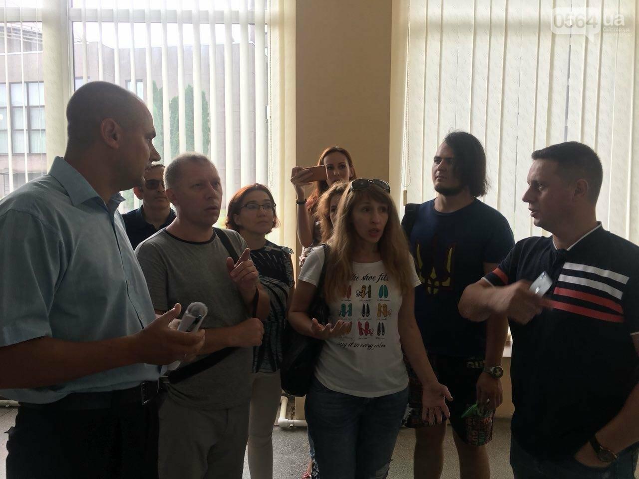 В Кривом Роге на сессию не пустили депутатов местных советов, - ФОТО, фото-15