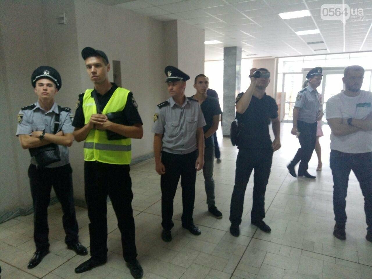 В Кривом Роге на сессию не пустили депутатов местных советов, - ФОТО, фото-2