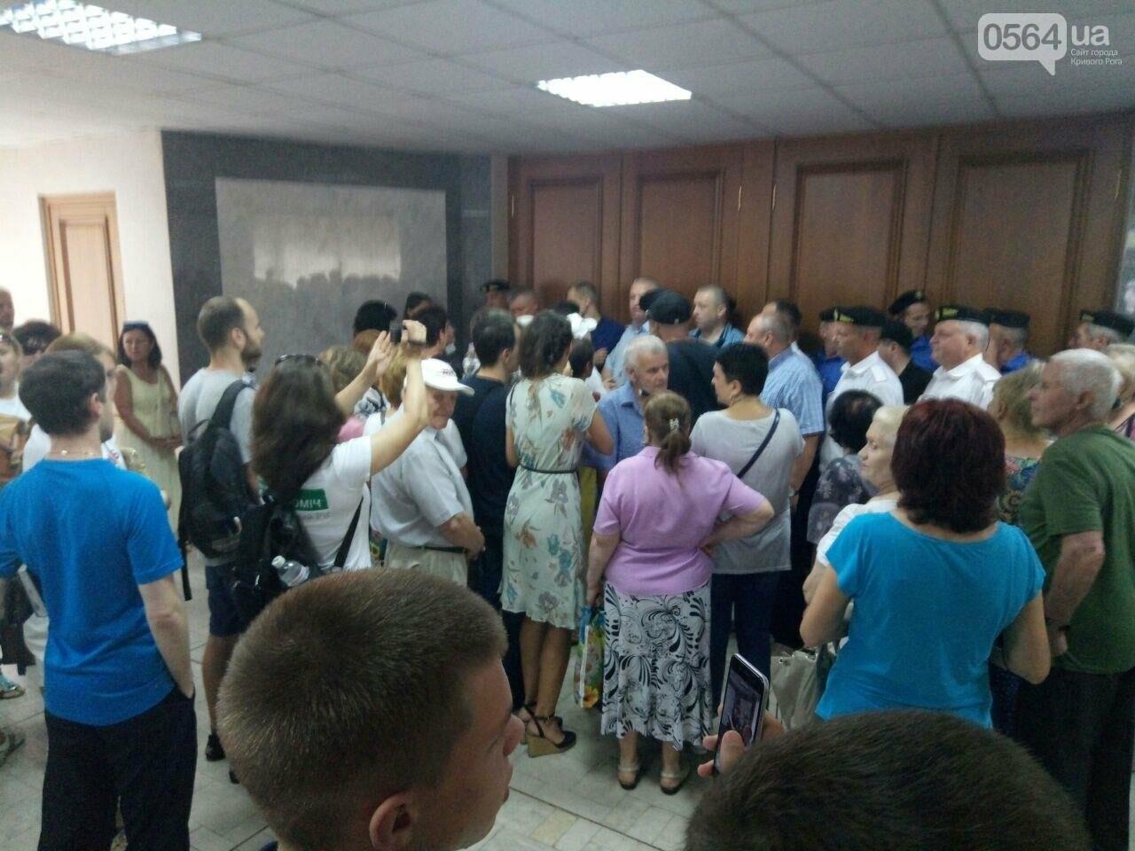 В Кривом Роге на сессию не пустили депутатов местных советов, - ФОТО, фото-1