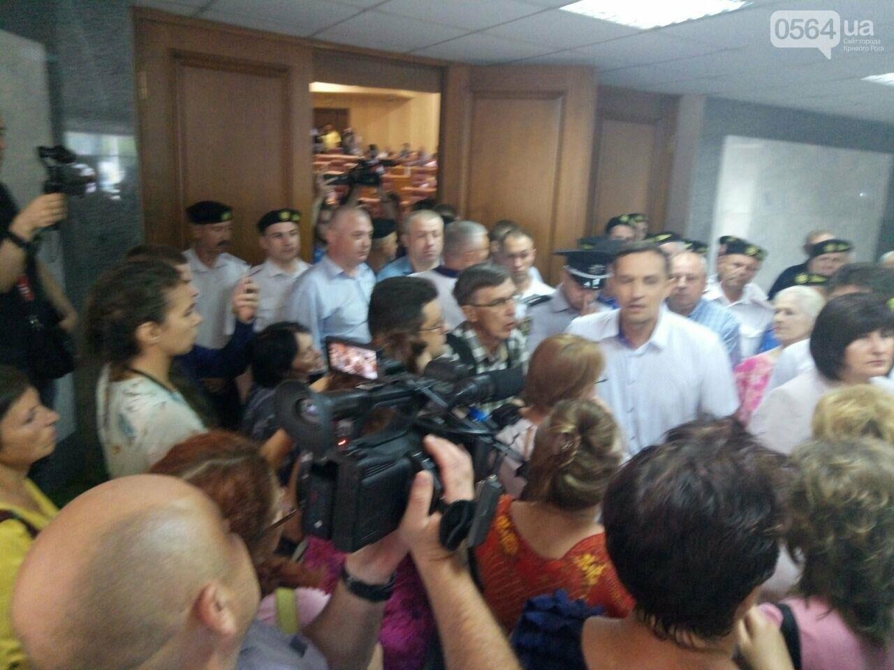 В Кривом Роге на сессию не пустили депутатов местных советов, - ФОТО, фото-3