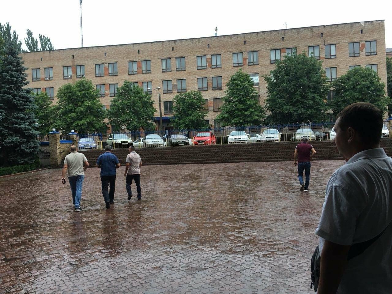 В Кривом Роге представители азербайджанской диаспоры требуют расследования нападений на их дома, - ФОТО , фото-8