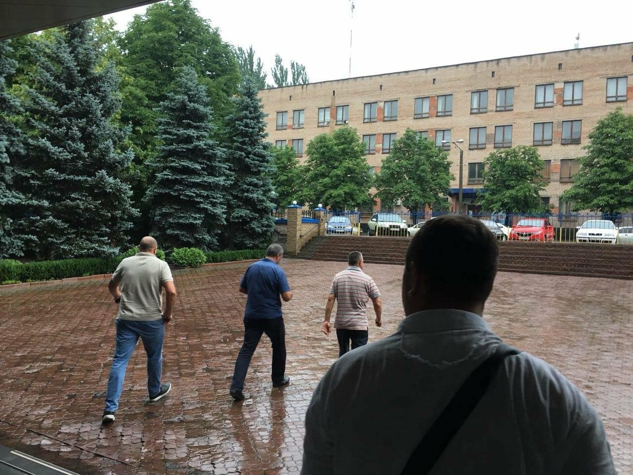 В Кривом Роге представители азербайджанской диаспоры требуют расследования нападений на их дома, - ФОТО , фото-5