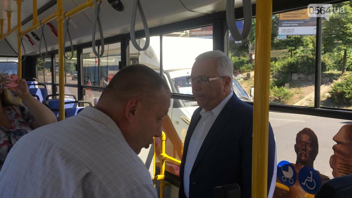 Как в Кривом Роге торжественно вручили водителям ключи от новых троллейбусов и автобусов, - ФОТО, ВИДЕО, фото-27