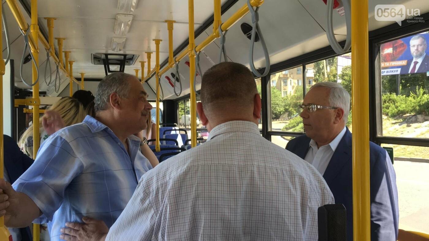Как в Кривом Роге торжественно вручили водителям ключи от новых троллейбусов и автобусов, - ФОТО, ВИДЕО, фото-31