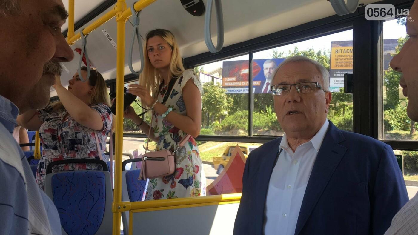 Как в Кривом Роге торжественно вручили водителям ключи от новых троллейбусов и автобусов, - ФОТО, ВИДЕО, фото-30
