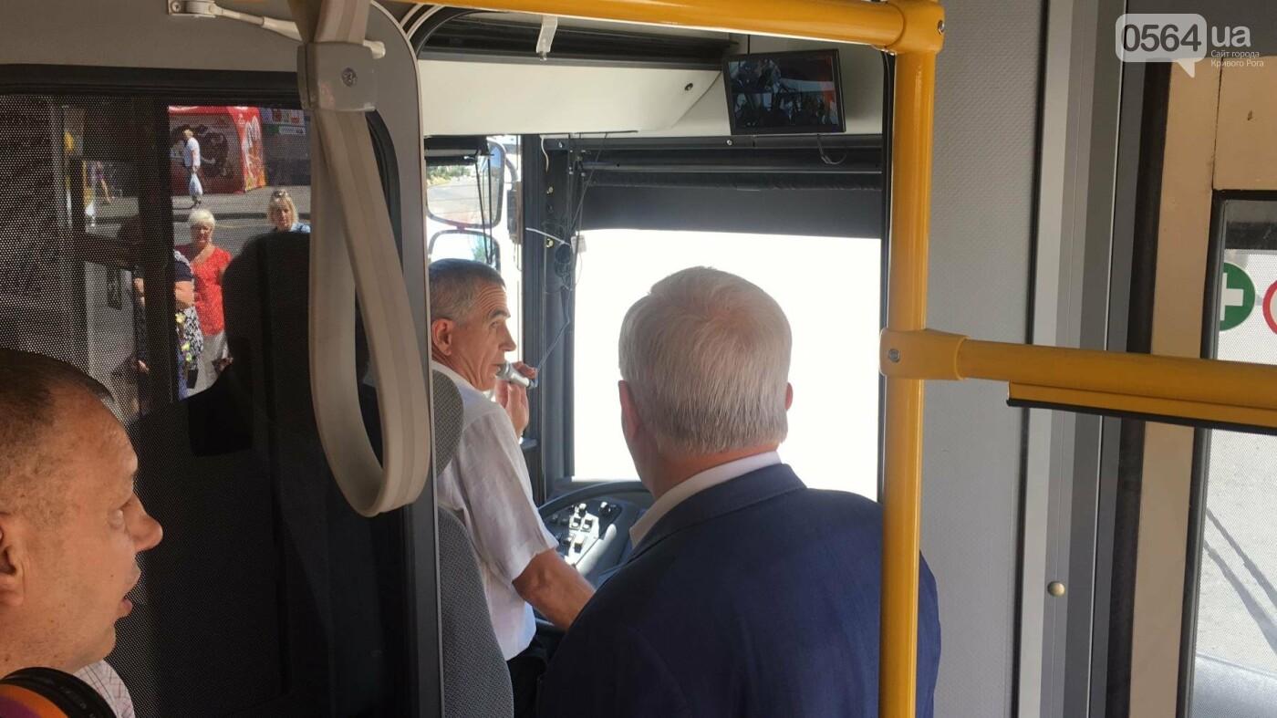 Как в Кривом Роге торжественно вручили водителям ключи от новых троллейбусов и автобусов, - ФОТО, ВИДЕО, фото-32