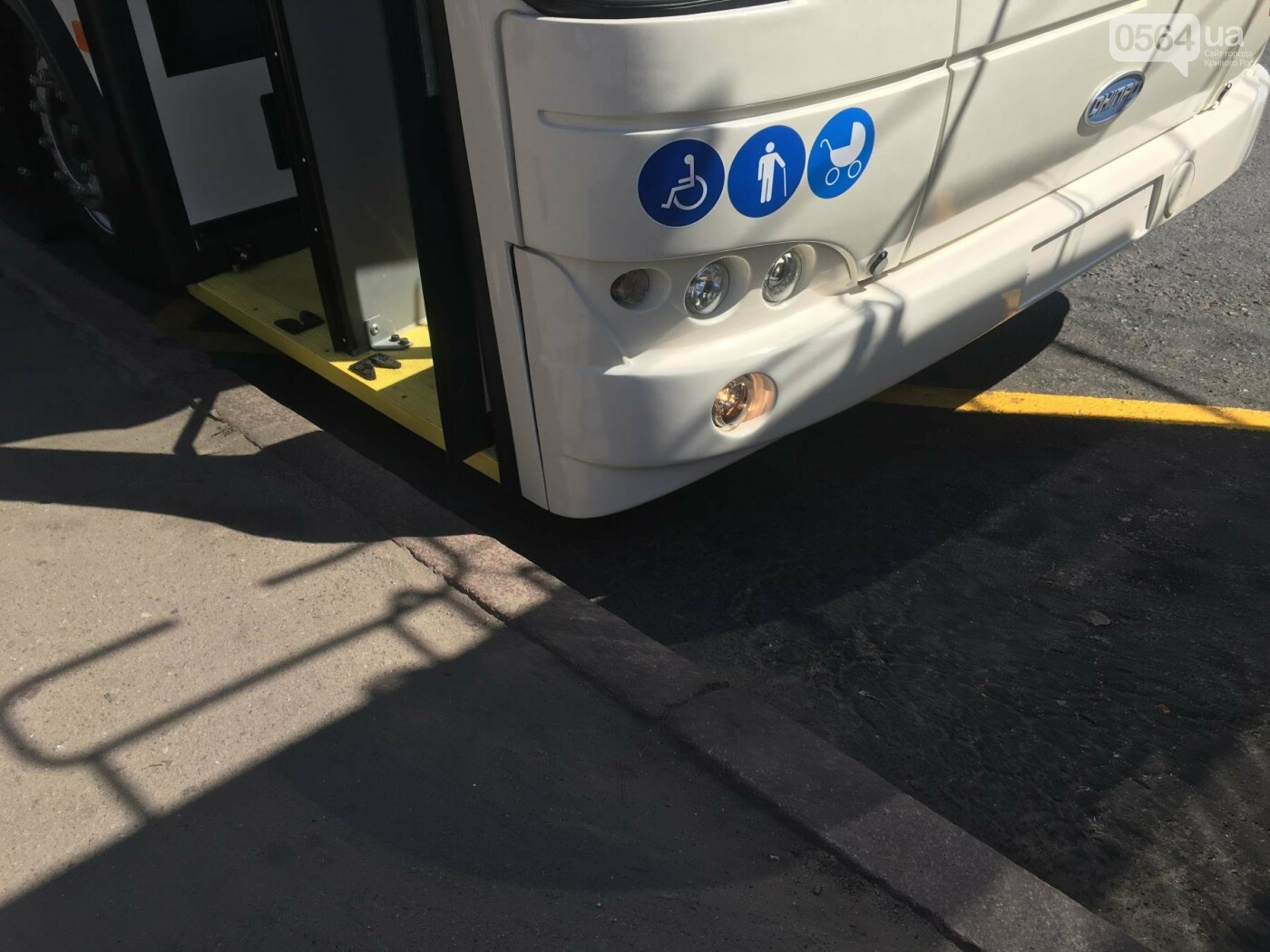 Как в Кривом Роге торжественно вручили водителям ключи от новых троллейбусов и автобусов, - ФОТО, ВИДЕО, фото-23