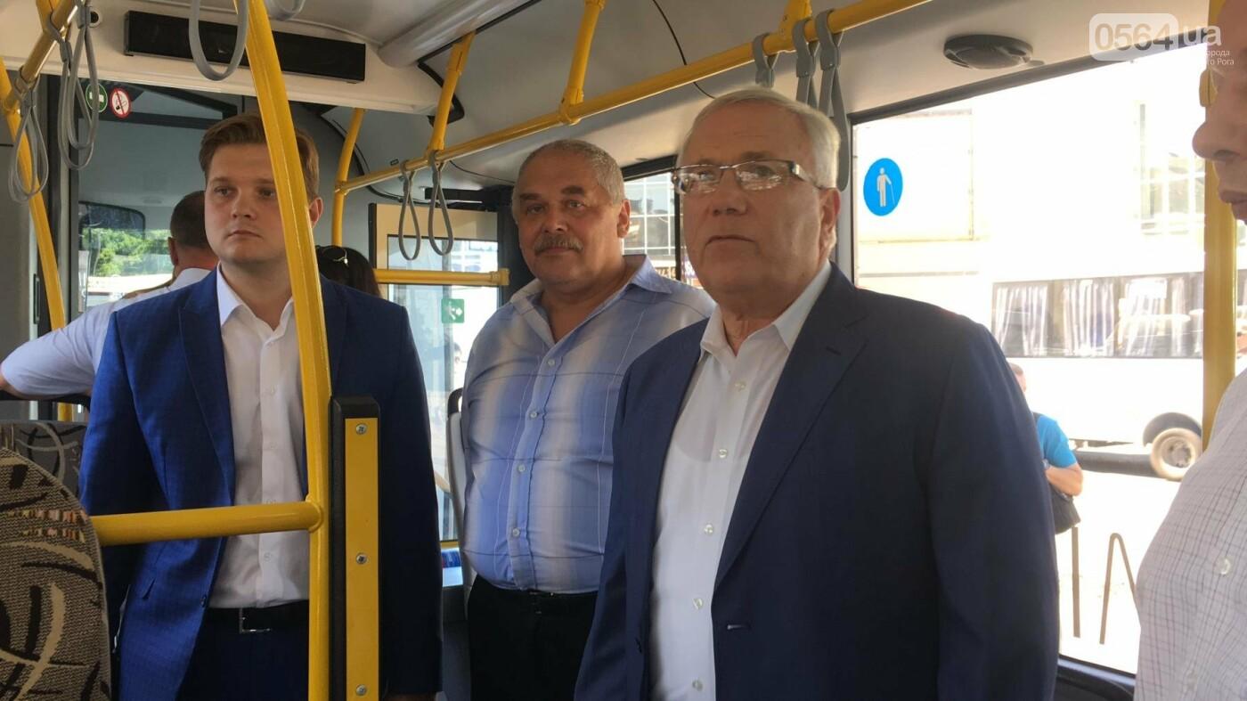Как в Кривом Роге торжественно вручили водителям ключи от новых троллейбусов и автобусов, - ФОТО, ВИДЕО, фото-26