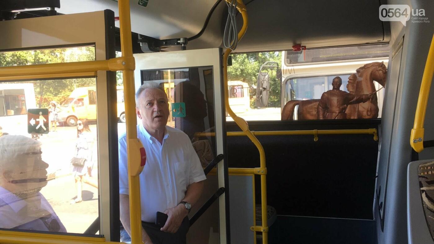 Как в Кривом Роге торжественно вручили водителям ключи от новых троллейбусов и автобусов, - ФОТО, ВИДЕО, фото-29