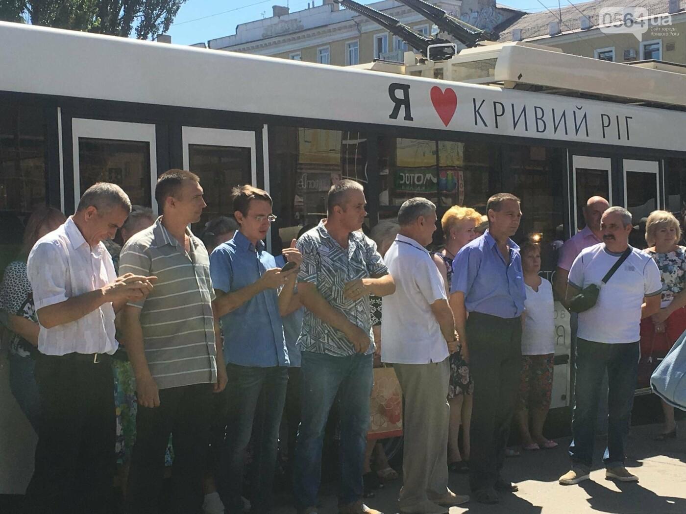 Как в Кривом Роге торжественно вручили водителям ключи от новых троллейбусов и автобусов, - ФОТО, ВИДЕО, фото-15