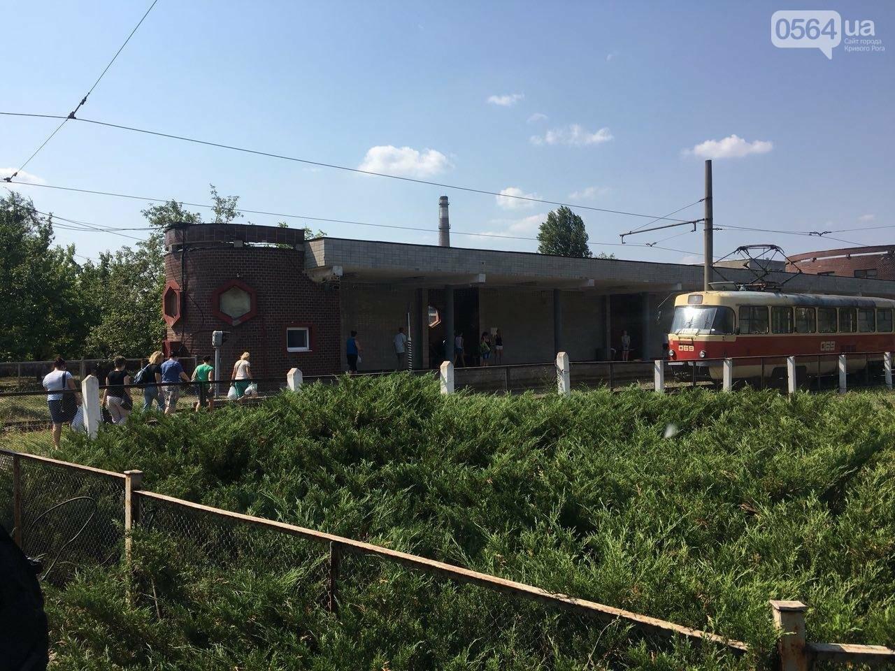 Из-за поломки скоростного трамвая, криворожане шли до ближайшей станции по рельсам, - ФОТО , фото-4