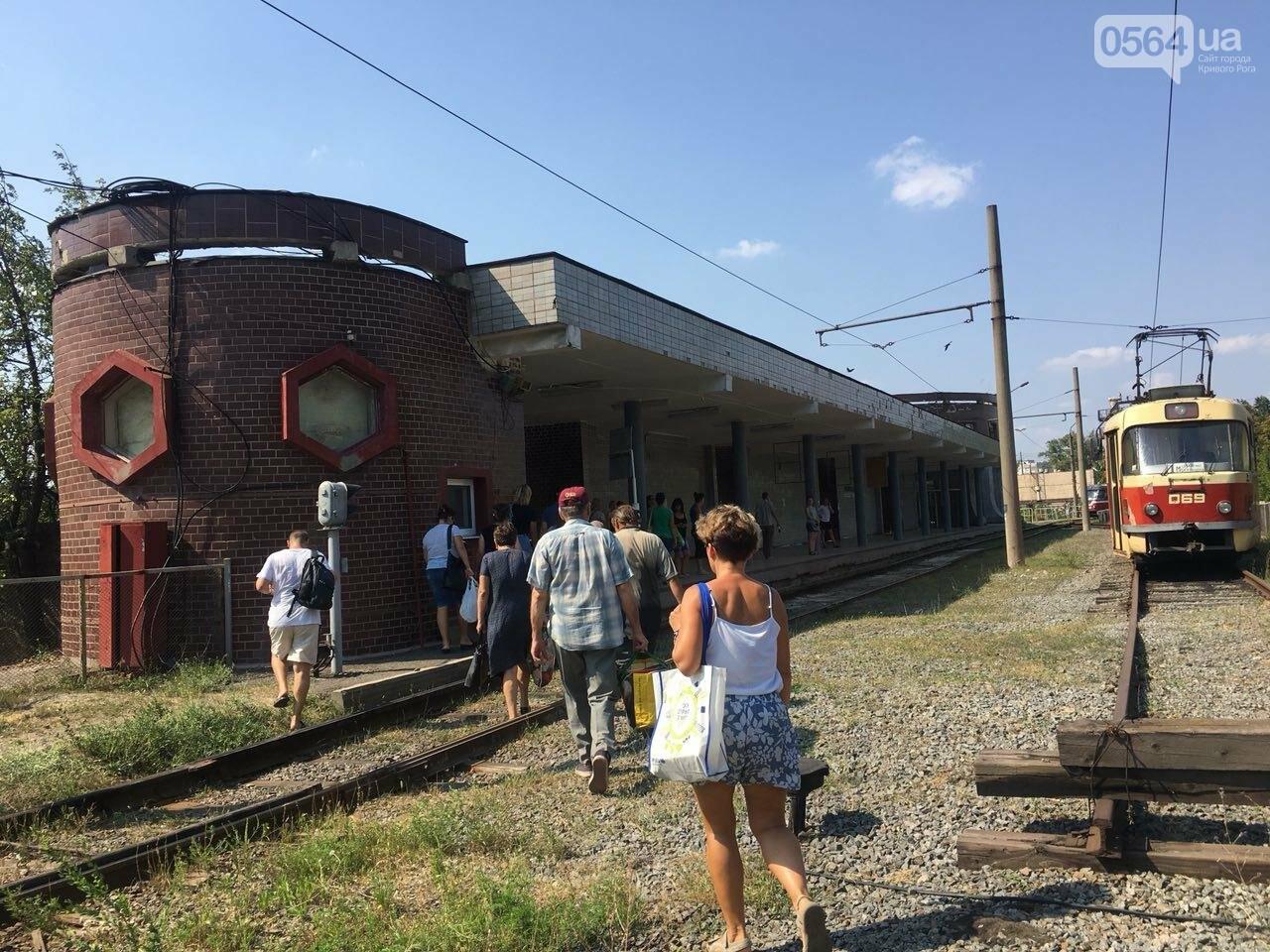 Из-за поломки скоростного трамвая, криворожане шли до ближайшей станции по рельсам, - ФОТО , фото-5