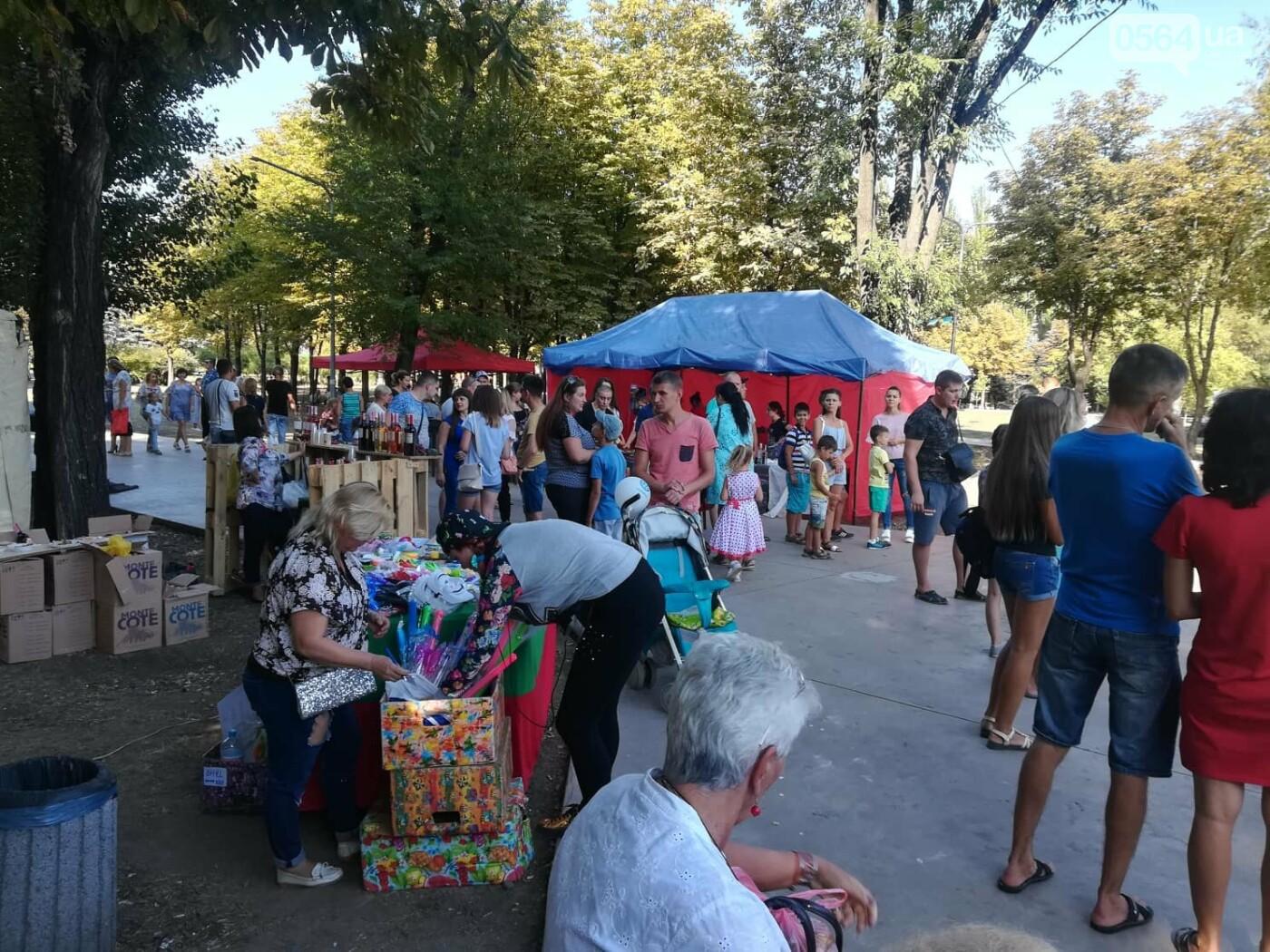 Мастер-классы, концерт и показательные выступления казаков, - как криворожане отмечают главный праздник страны в Долгинцевском районе, фото-14