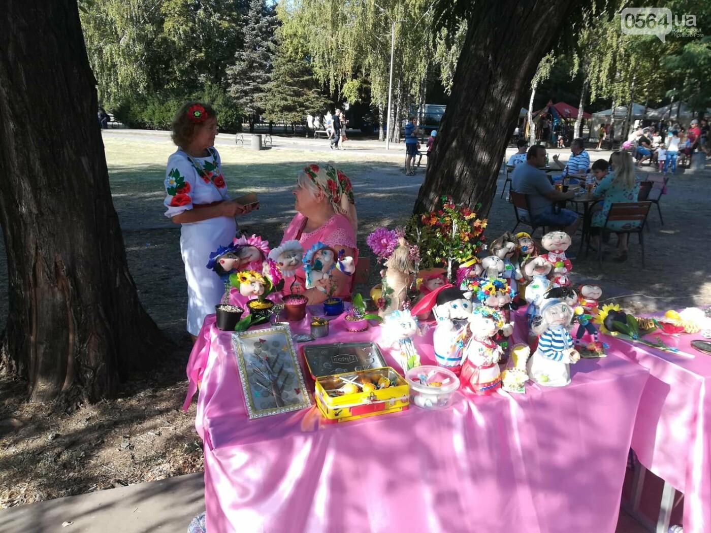 Мастер-классы, концерт и показательные выступления казаков, - как криворожане отмечают главный праздник страны в Долгинцевском районе, фото-10