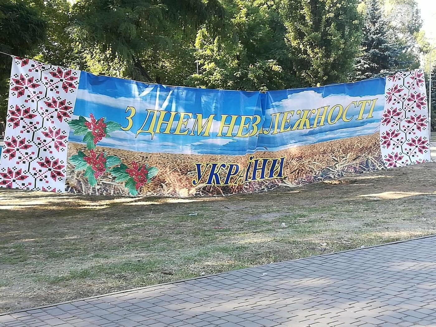Мастер-классы, концерт и показательные выступления казаков, - как криворожане отмечают главный праздник страны в Долгинцевском районе, фото-17