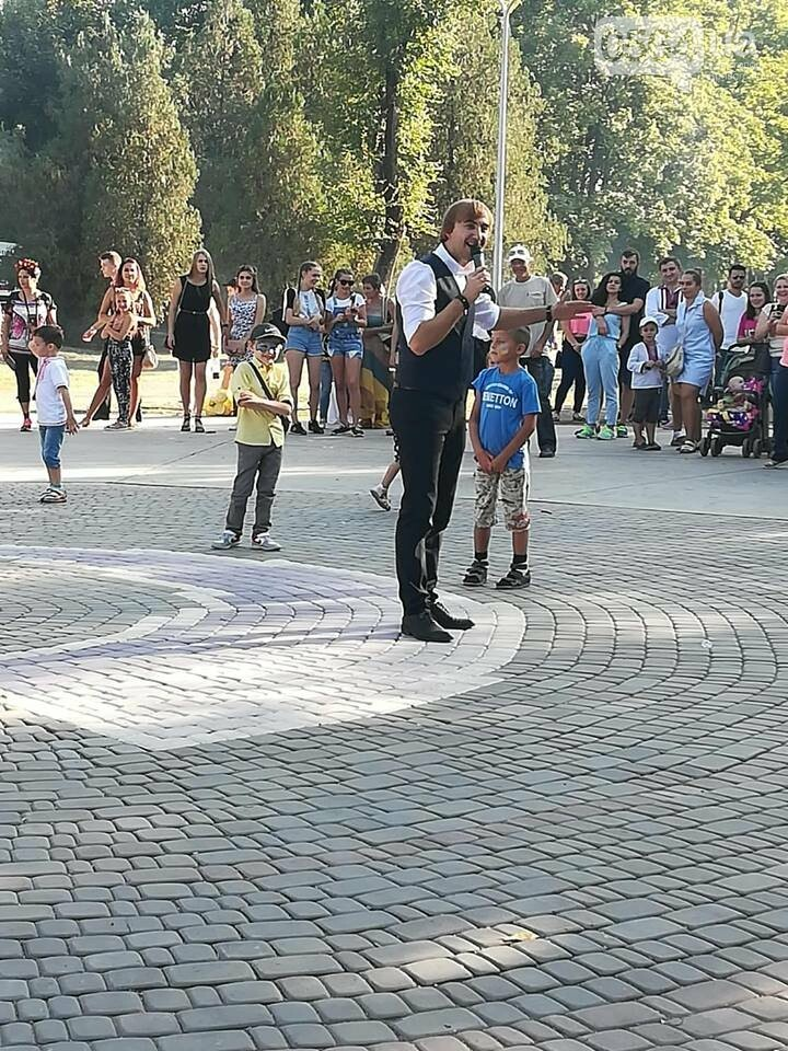 Мастер-классы, концерт и показательные выступления казаков, - как криворожане отмечают главный праздник страны в Долгинцевском районе, фото-7