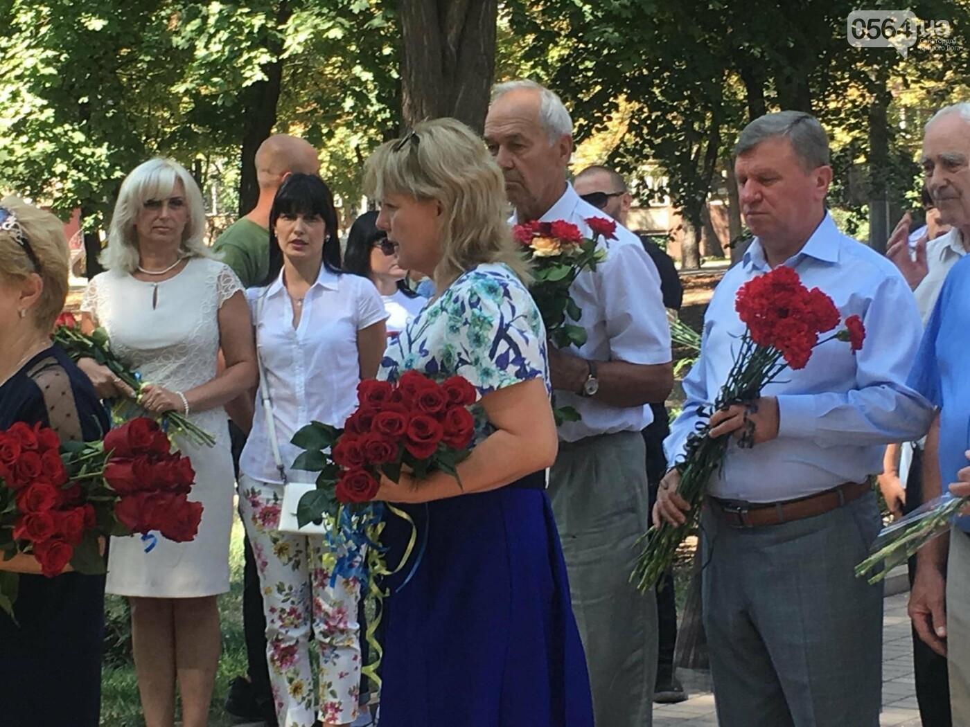 Руководство города и депутаты возложили цветы к памятнику погибшим в АТО Героям, - ФОТО, ВИДЕО, фото-2