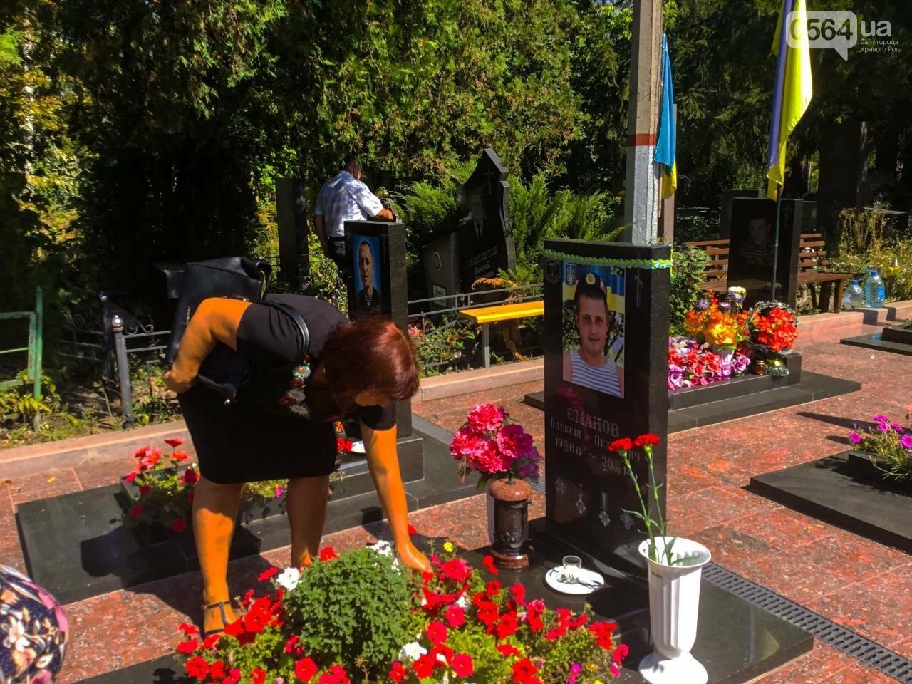 На Аллее Героев провели панихиду по погибшим в зоне АТО криворожанам, - ФОТО , фото-14