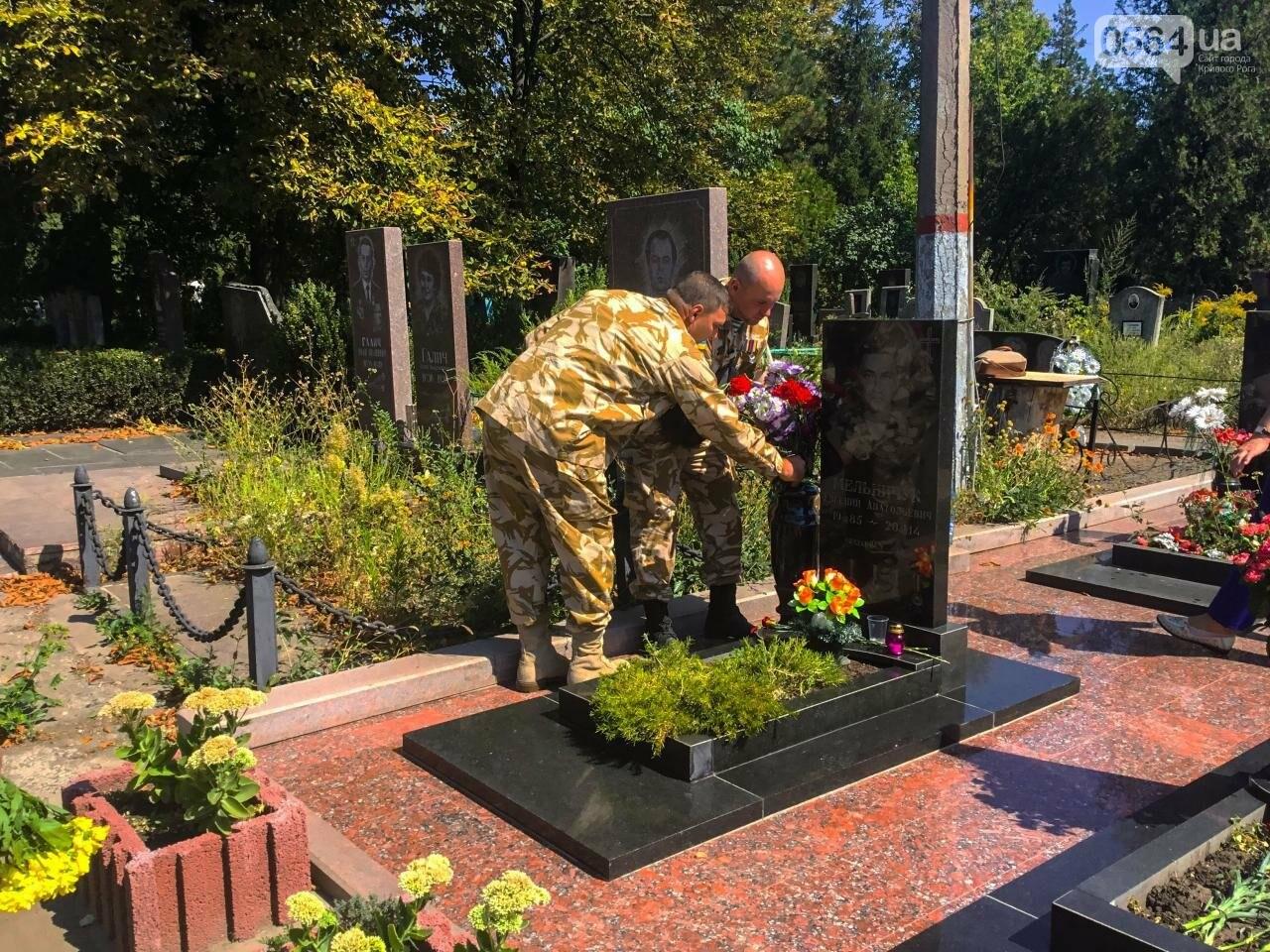 На Аллее Героев провели панихиду по погибшим в зоне АТО криворожанам, - ФОТО , фото-40