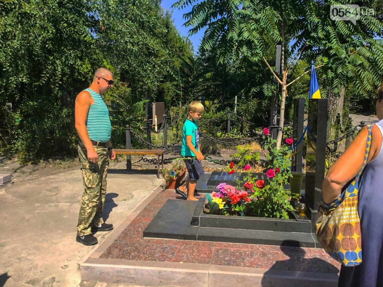 На Аллее Героев провели панихиду по погибшим в зоне АТО криворожанам, - ФОТО , фото-19
