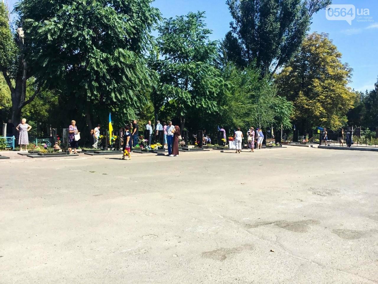 На Аллее Героев провели панихиду по погибшим в зоне АТО криворожанам, - ФОТО , фото-3