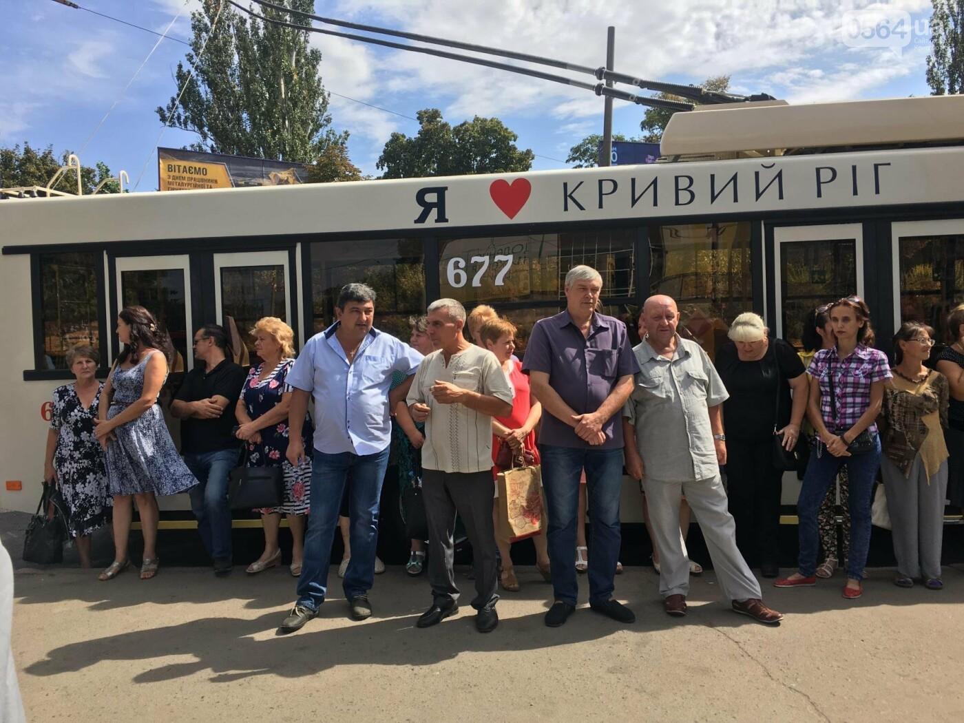 В Кривом Роге выпустили на линию новые троллейбусы и уже думают, как и сохранить их белыми и чистыми, - ФОТО, ВИДЕО, фото-34