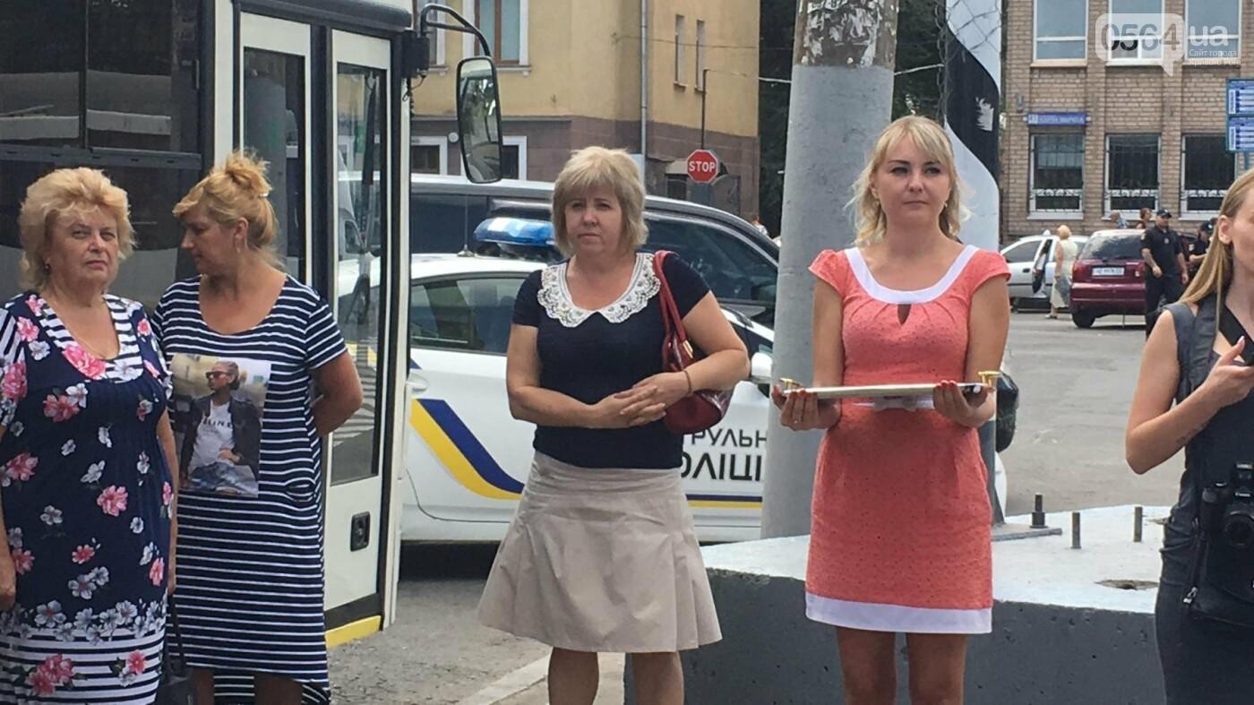 В Кривом Роге выпустили на линию новые троллейбусы и уже думают, как и сохранить их белыми и чистыми, - ФОТО, ВИДЕО, фото-9