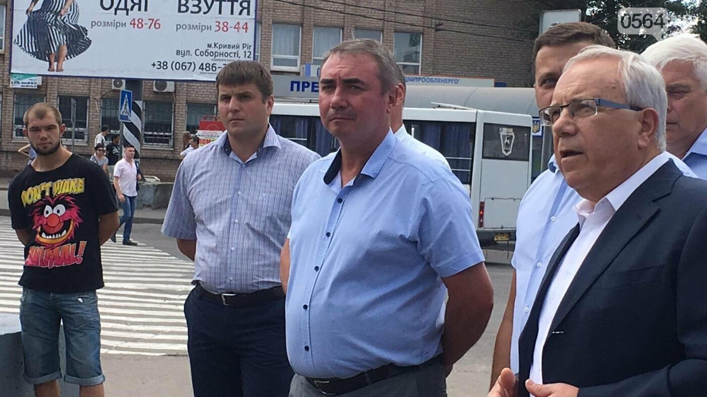 В Кривом Роге выпустили на линию новые троллейбусы и уже думают, как и сохранить их белыми и чистыми, - ФОТО, ВИДЕО, фото-6