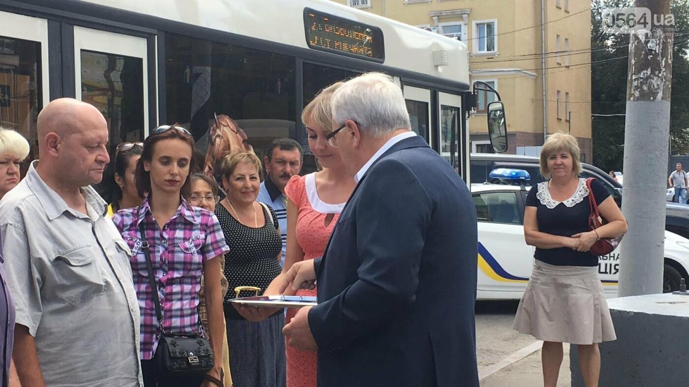 В Кривом Роге выпустили на линию новые троллейбусы и уже думают, как и сохранить их белыми и чистыми, - ФОТО, ВИДЕО, фото-14