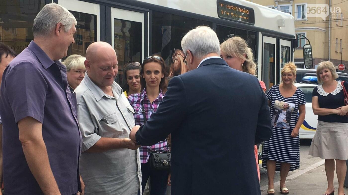 В Кривом Роге выпустили на линию новые троллейбусы и уже думают, как и сохранить их белыми и чистыми, - ФОТО, ВИДЕО, фото-10