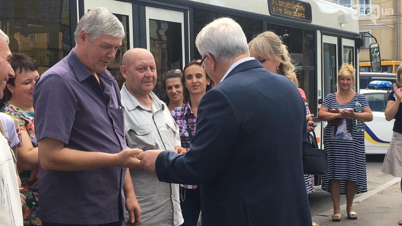 В Кривом Роге выпустили на линию новые троллейбусы и уже думают, как и сохранить их белыми и чистыми, - ФОТО, ВИДЕО, фото-11