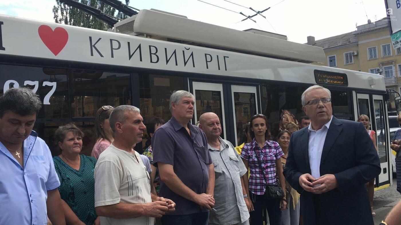 В Кривом Роге выпустили на линию новые троллейбусы и уже думают, как и сохранить их белыми и чистыми, - ФОТО, ВИДЕО, фото-19
