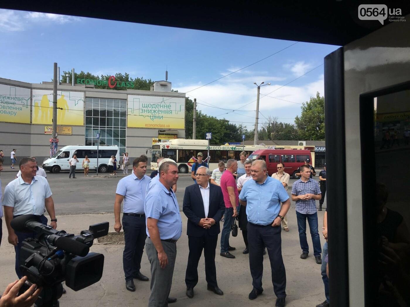 В Кривом Роге выпустили на линию новые троллейбусы и уже думают, как и сохранить их белыми и чистыми, - ФОТО, ВИДЕО, фото-29