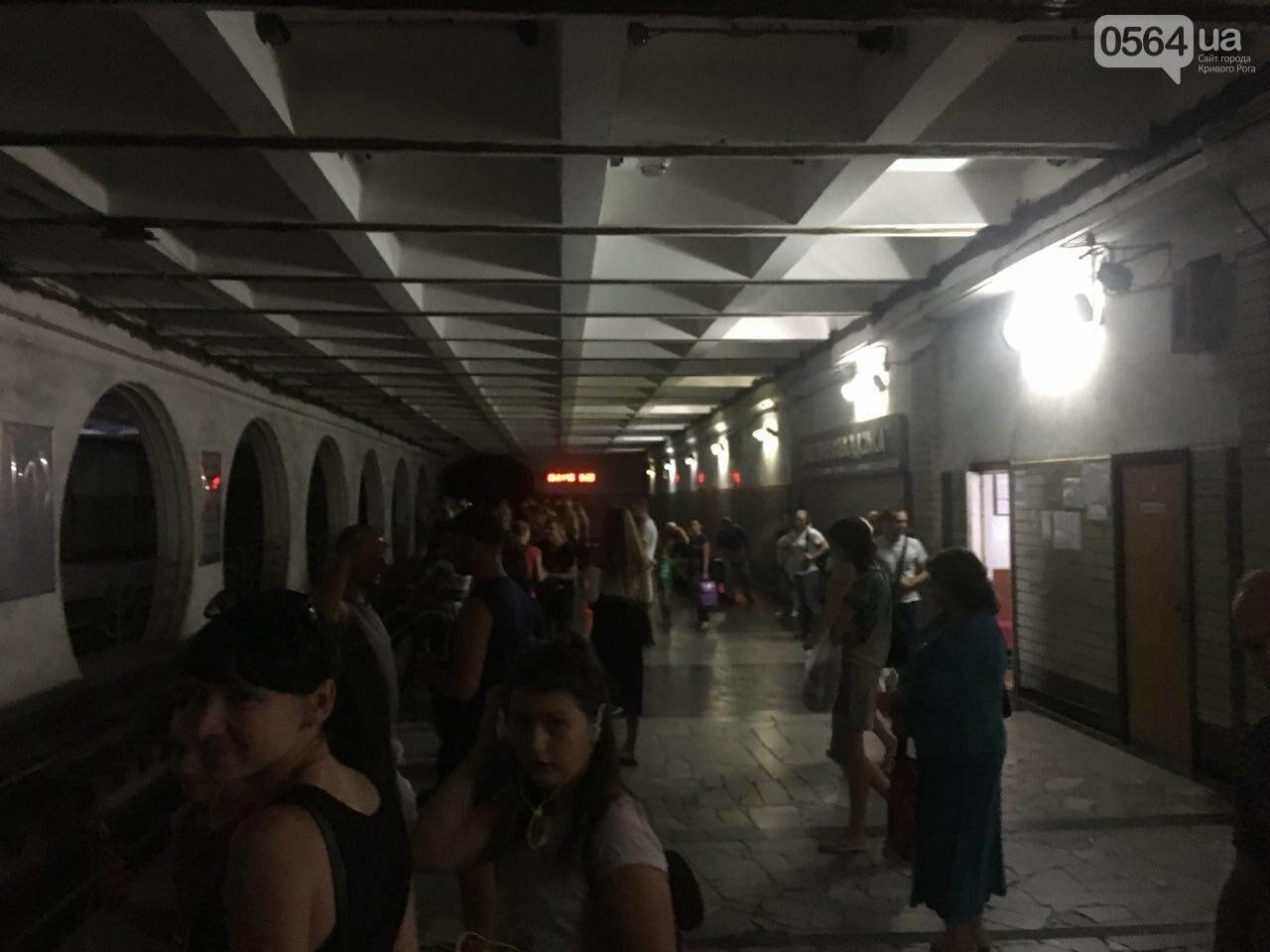Ни дня без поломки: Маршрут скоростного трамвая снова заблокировали неисправные вагоны, - ФОТО, фото-2