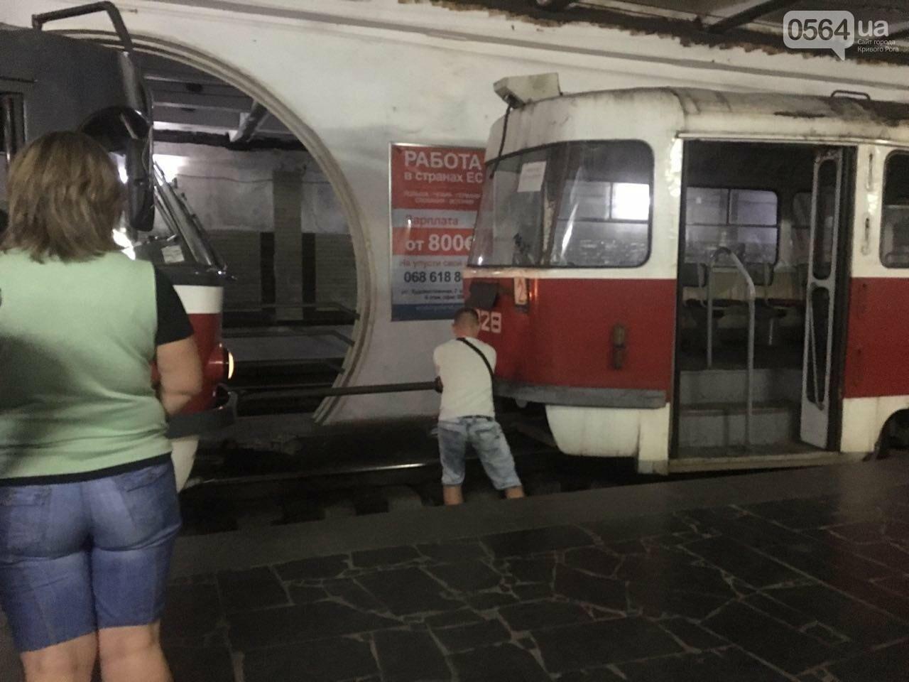 Ни дня без поломки: Маршрут скоростного трамвая снова заблокировали неисправные вагоны, - ФОТО, фото-4