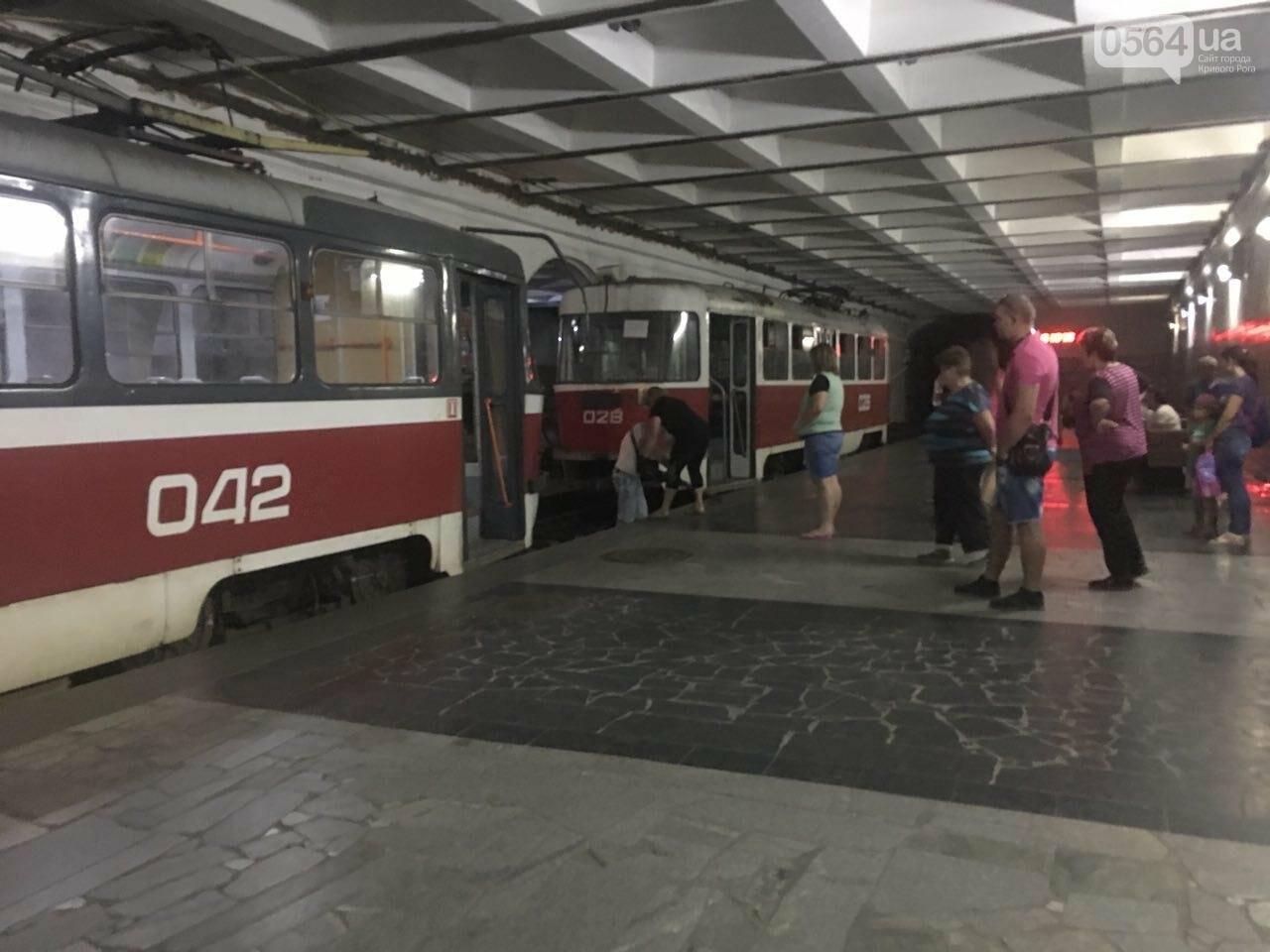 Ни дня без поломки: Маршрут скоростного трамвая снова заблокировали неисправные вагоны, - ФОТО, фото-5