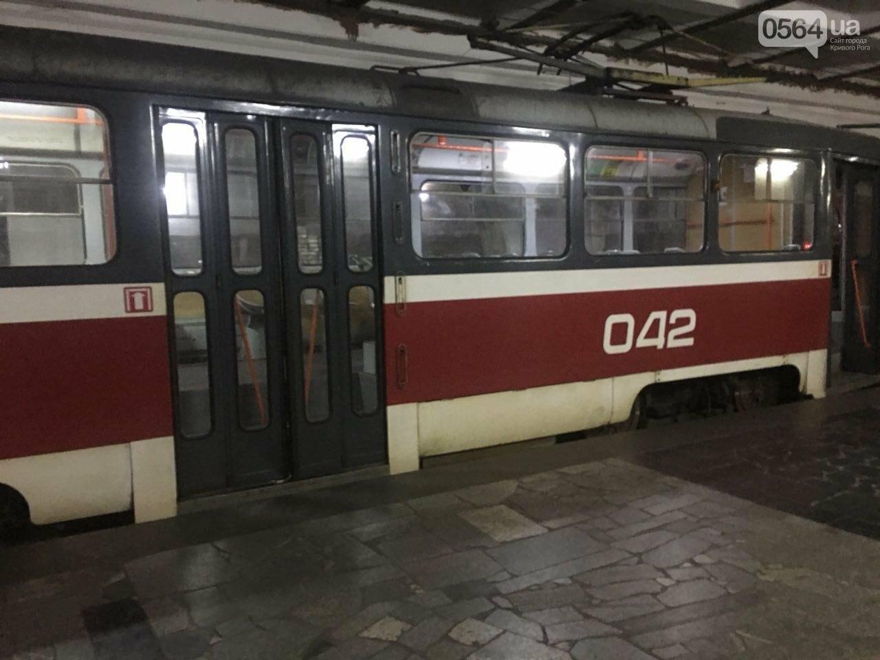 Ни дня без поломки: Маршрут скоростного трамвая снова заблокировали неисправные вагоны, - ФОТО, фото-6