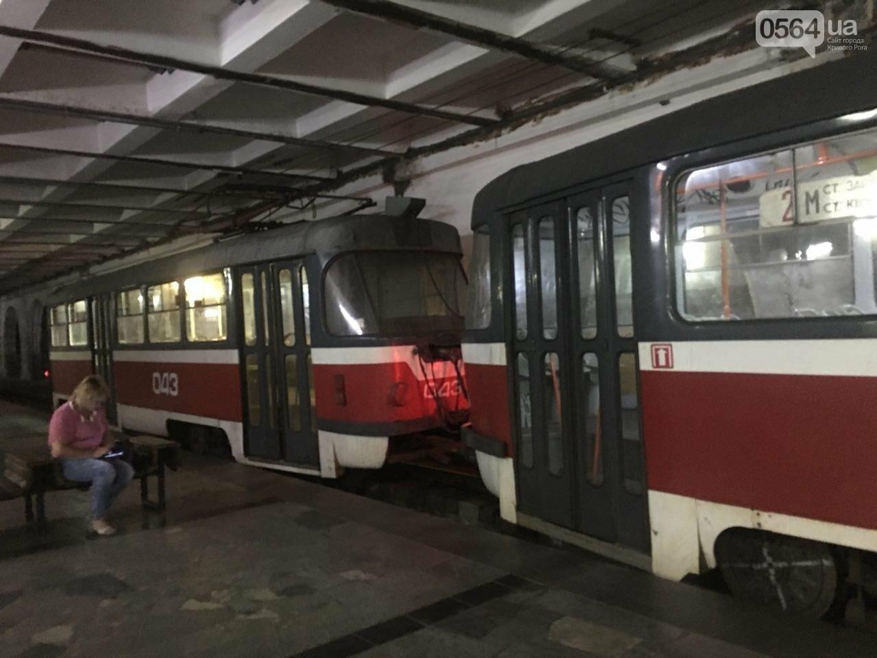 Ни дня без поломки: Маршрут скоростного трамвая снова заблокировали неисправные вагоны, - ФОТО, фото-1